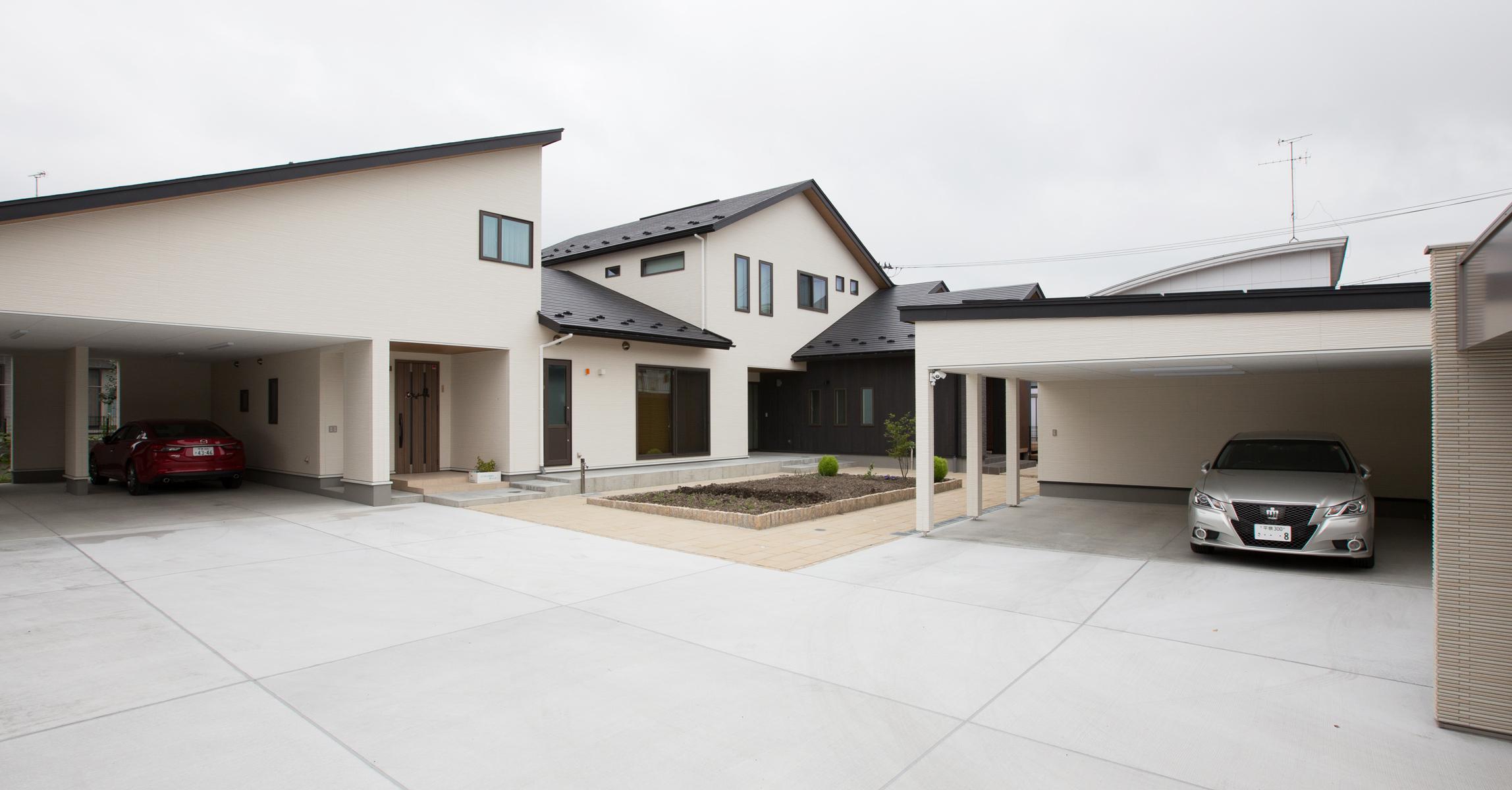 広々とした駐車スペース (三世代同居+来客の多いご家庭向け)